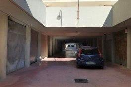 Sentenza Cassazione n.1972/2018 – Parcheggio autovettura, impedimento al transito, configurabilità di violenza privata.